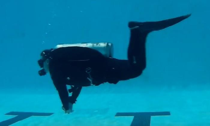 diving frog kick